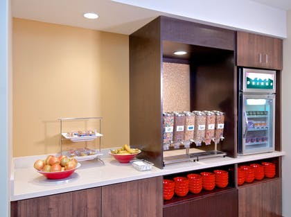 Breakfast Area | Towneplace Suites Anchorage Midtown