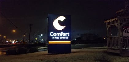 Hotel Front - Evening/Night | Comfort Inn & Suites Tulsa I-44 West - Rt 66
