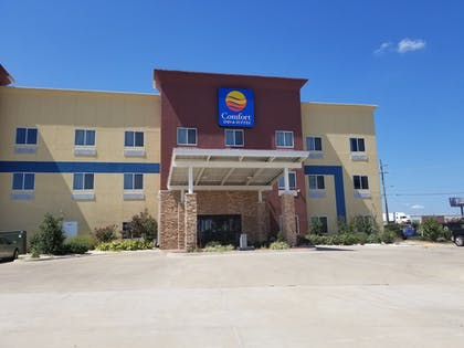 Hotel Entrance | Comfort Inn & Suites Tulsa I-44 West - Rt 66