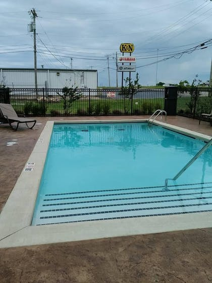 Outdoor Pool | Comfort Inn & Suites Tulsa I-44 West - Rt 66