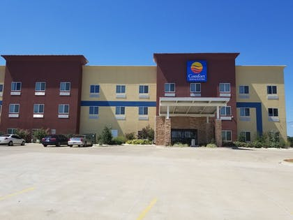 Hotel Front | Comfort Inn & Suites Tulsa I-44 West - Rt 66