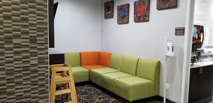 Lobby Sitting Area | Comfort Inn & Suites Tulsa I-44 West - Rt 66