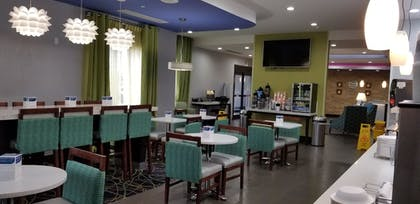 Breakfast Area | Comfort Inn & Suites Tulsa I-44 West - Rt 66