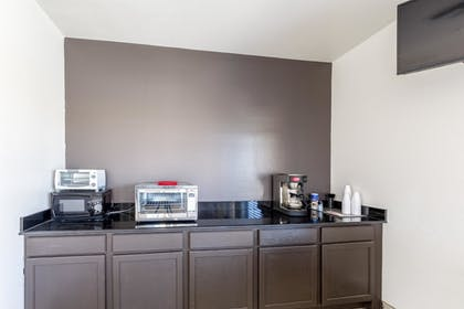 In-Room Kitchen | Super 8 Kenedy